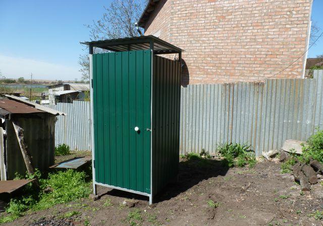 Туалет изпрофнастила строится очень быстро